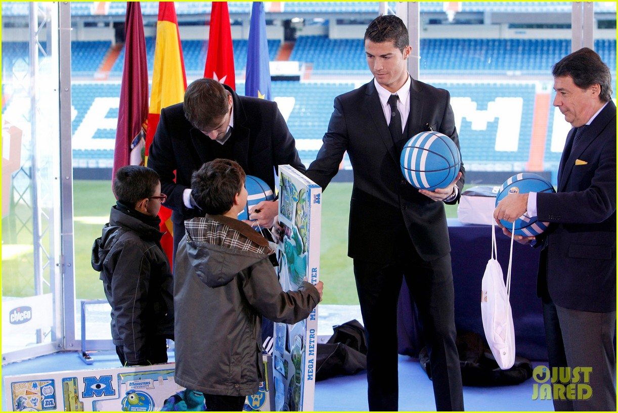 cristiano ronaldo one toy one hope charity event 04