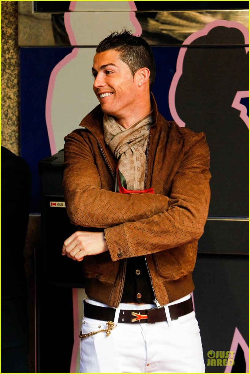 cristiano ronaldo wax figure unveiling in madrid 13