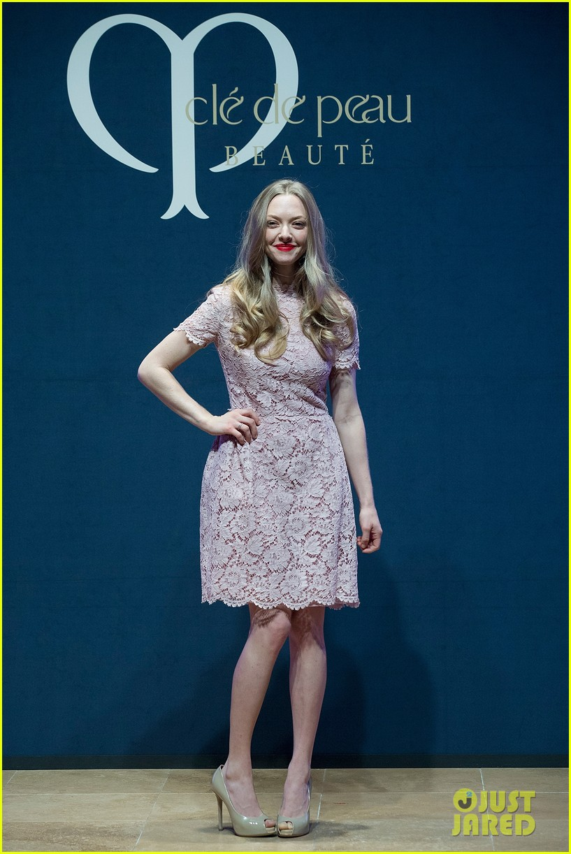 amanda seyfried cle de peau beaute events in seoul 06
