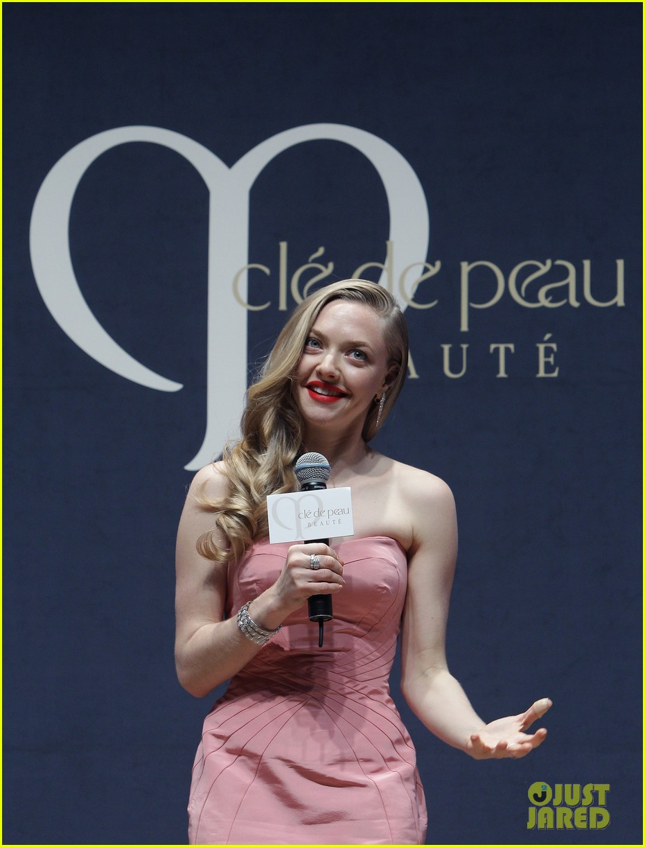amanda seyfried cle de peau beaute events in seoul 14