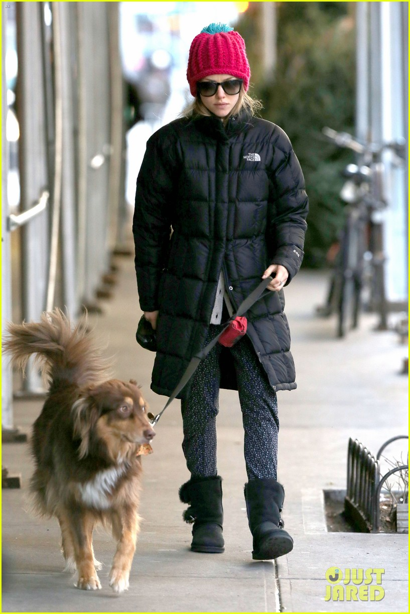 amanda seyfried monday morning dog walk with finn 09