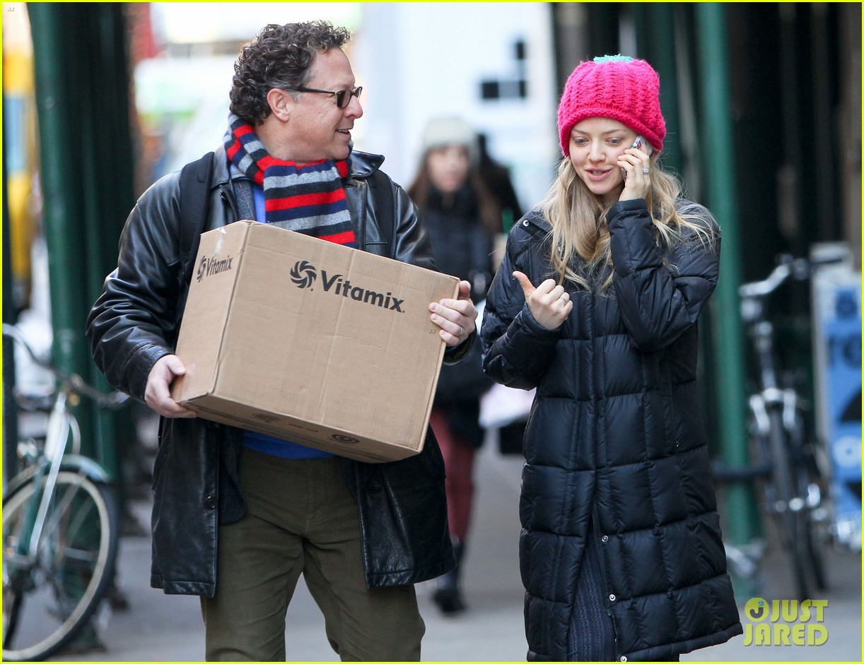 amanda seyfried monday morning dog walk with finn 15