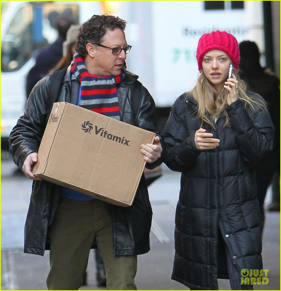 amanda seyfried monday morning dog walk with finn 17