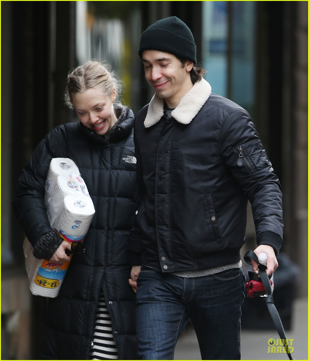 amanda seyfried wrap week with toilet paper 043015542