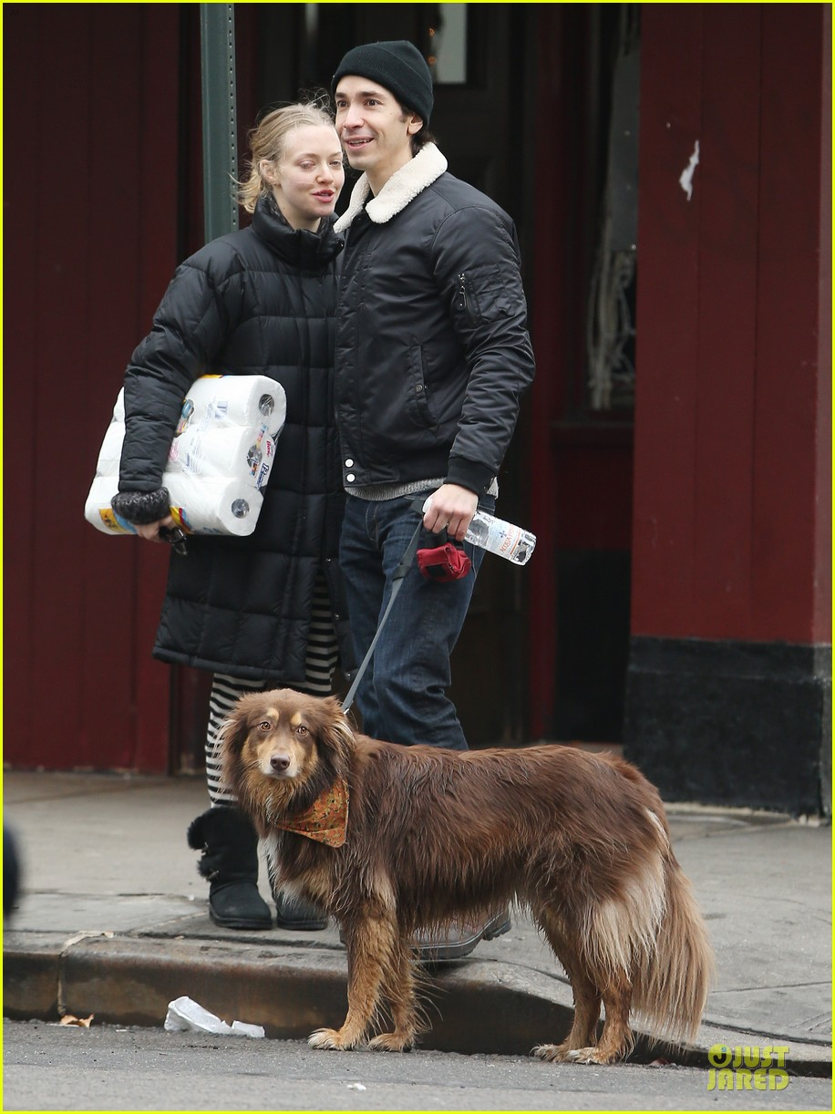 amanda seyfried wrap week with toilet paper 113015549