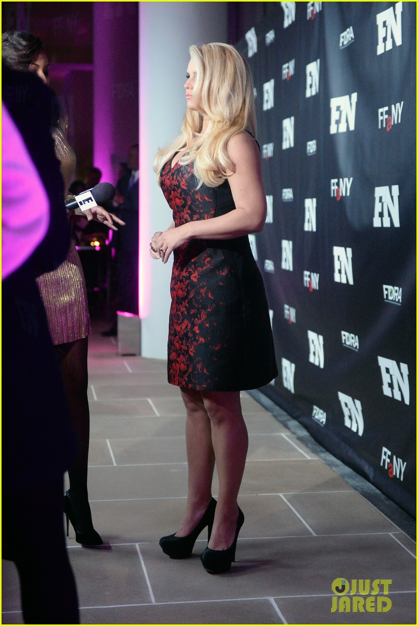 jessica simpson footwear news achievement awards 2013 14