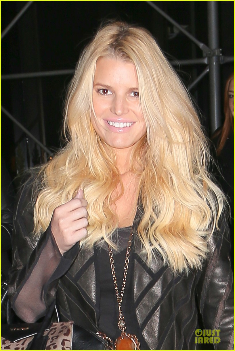 jessica simpson eric johnson look happy sweet together 043003613