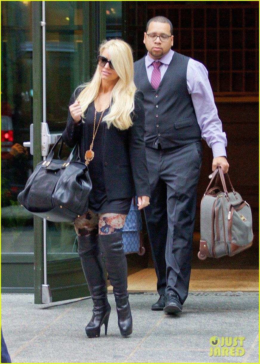 jessica simpson look at all moms as superheroes 123006082
