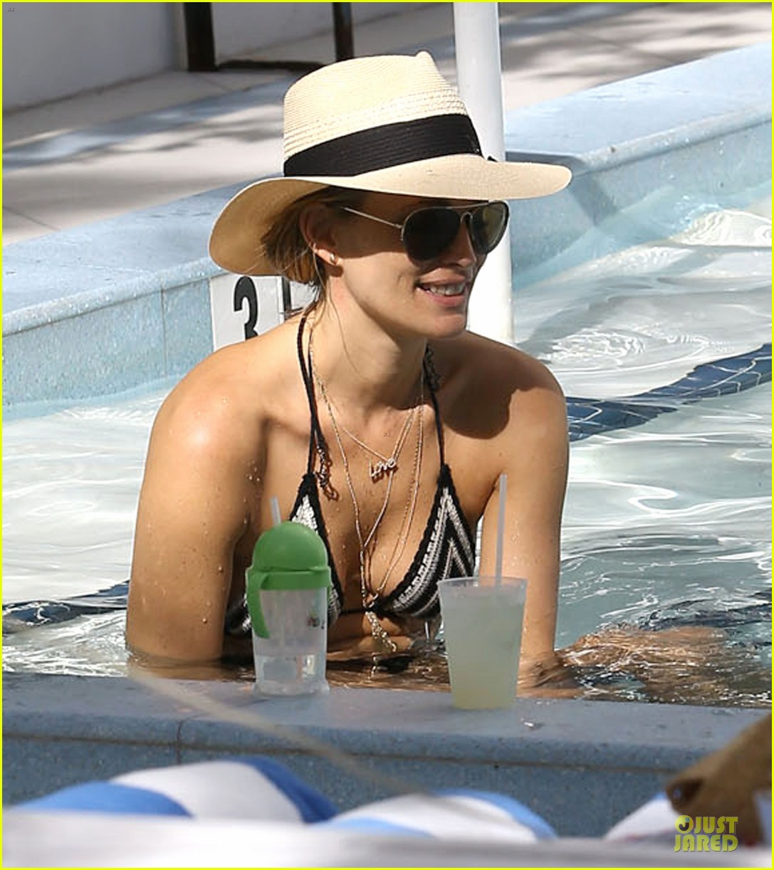 molly sims bikini relaxation with shirtless scott stuber 24