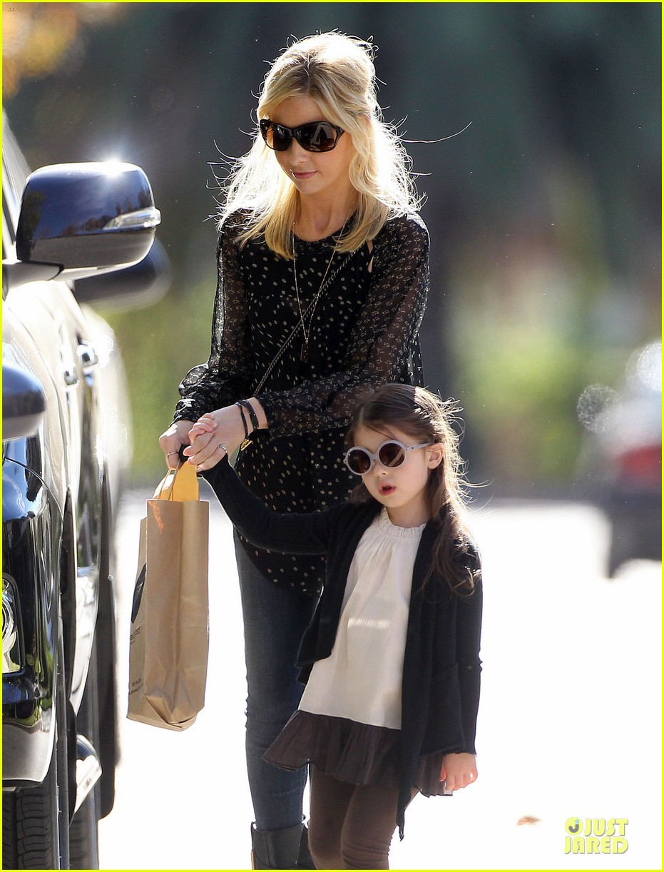 sarah michelle gellar mommy me class with charlotte 09
