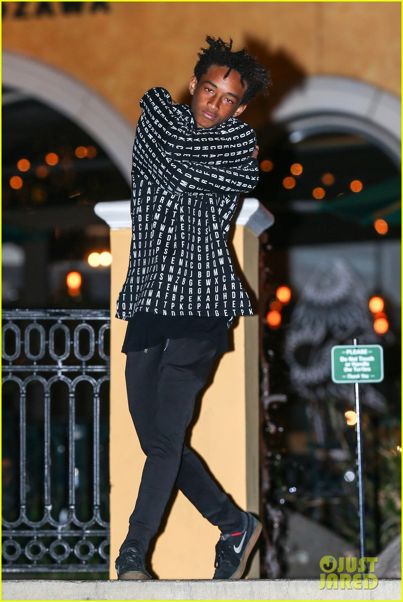jaden smith strikes poses for cameras after hawaii trip 01