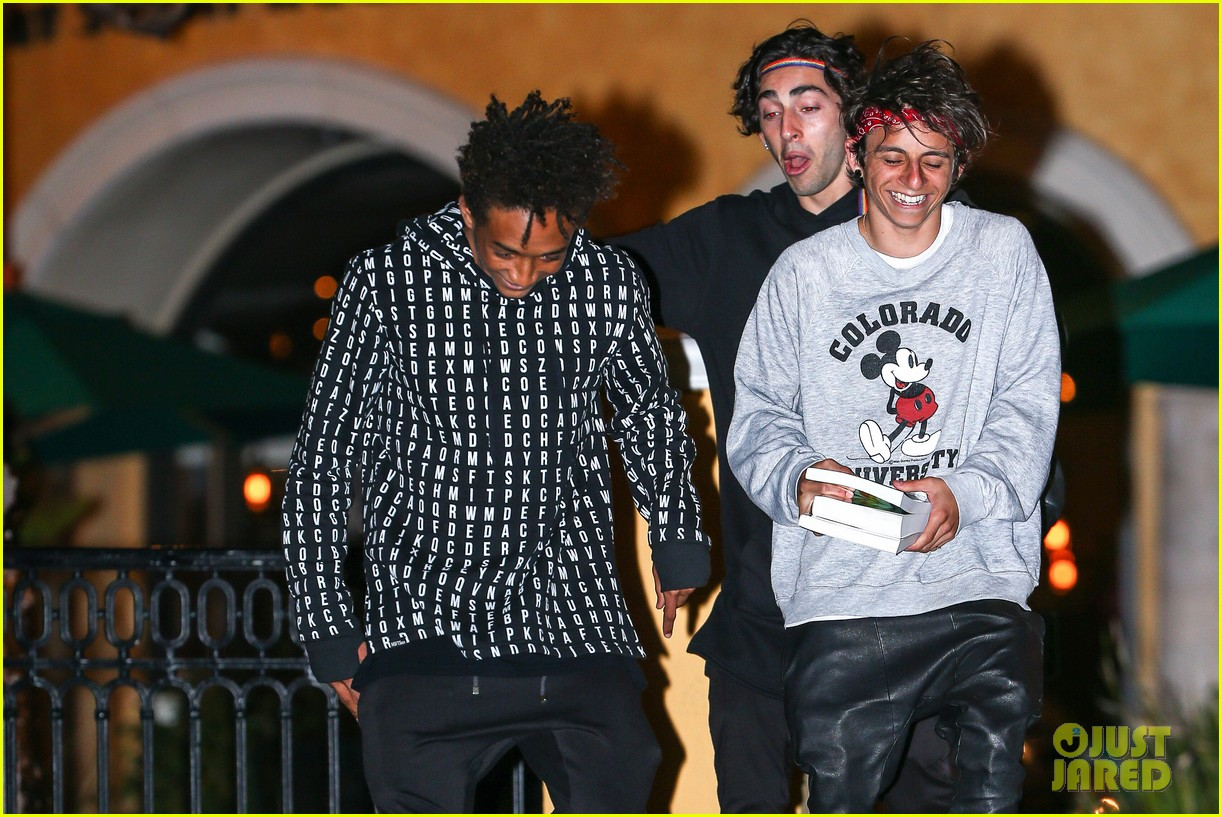 jaden smith strikes poses for cameras after hawaii trip 04