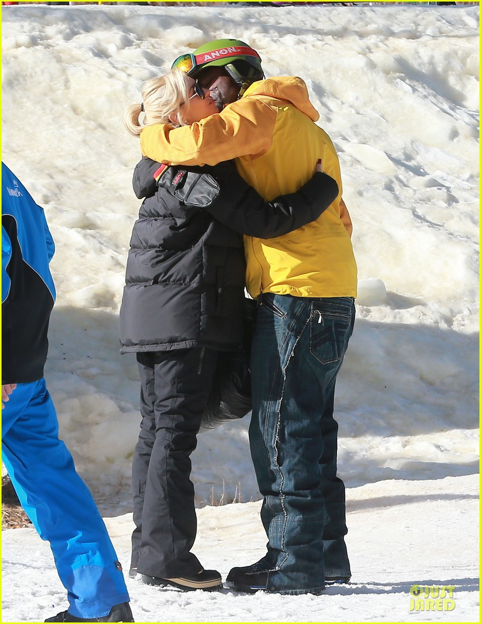 gwen stefani seal warm hug in snowy mammoth 093020121