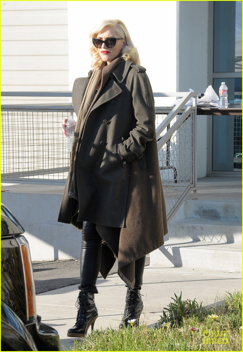gwen stefani hides baby bump with wool coat 16