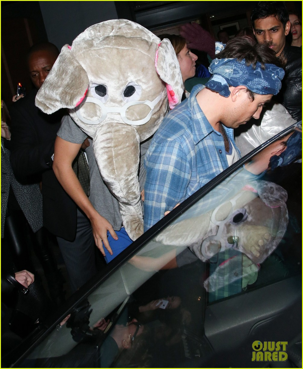 harry styles wears blonde wig elephant head at nightclub 12