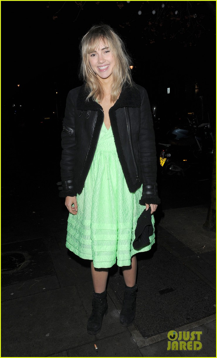 suki waterhouse daisy lowe love magazine holiday party 11