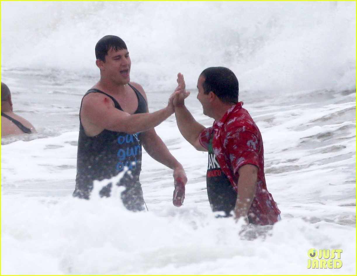 channing tatum gives jonah hill big hug for 22 jump street 30