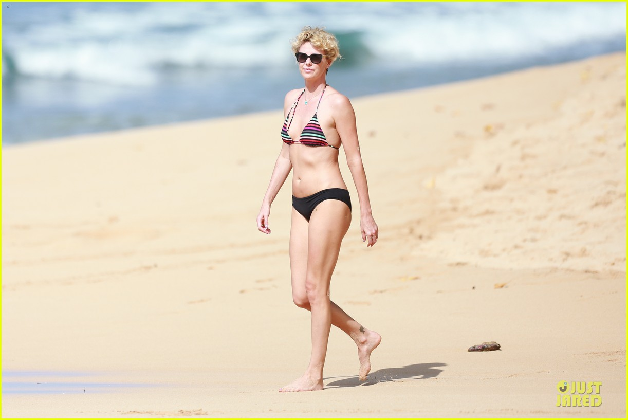 charlize theron colorful hawaiian bikini babe 153020239
