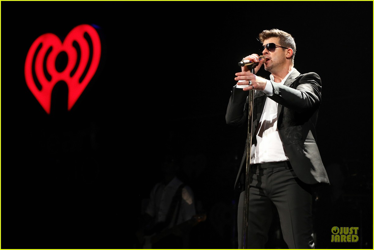 robin thicke enrique iglesias 1061 kiss fm jingle ball 113003871
