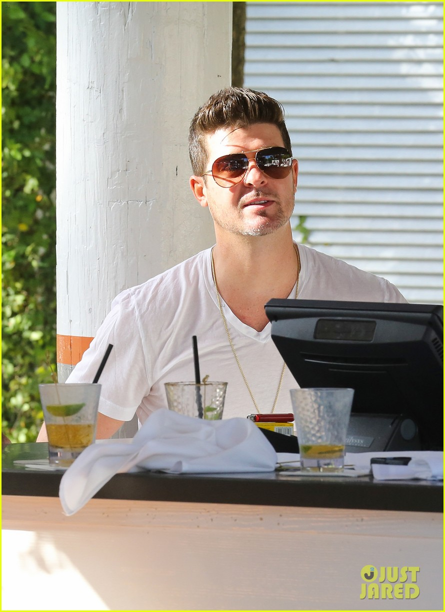 robin thicke supports the hrc love conquers hate campaign 073015180