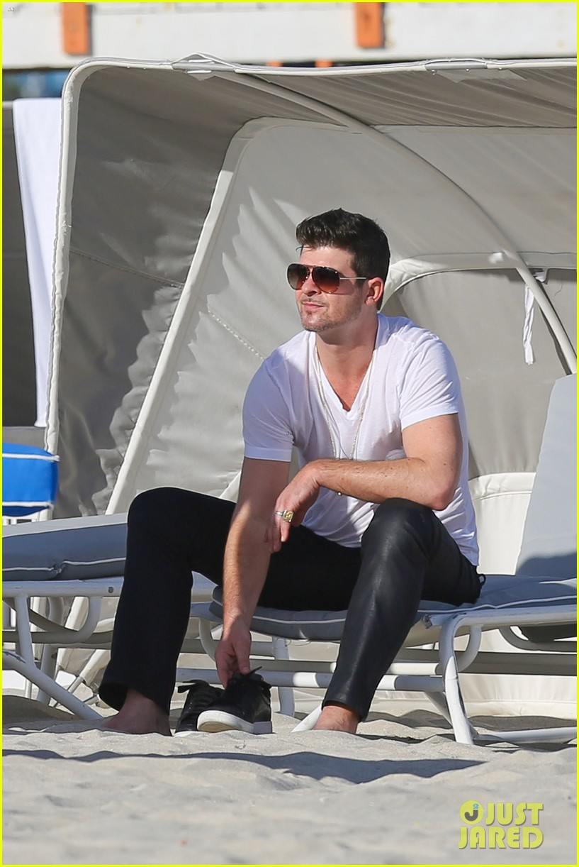 robin thicke supports the hrc love conquers hate campaign 08
