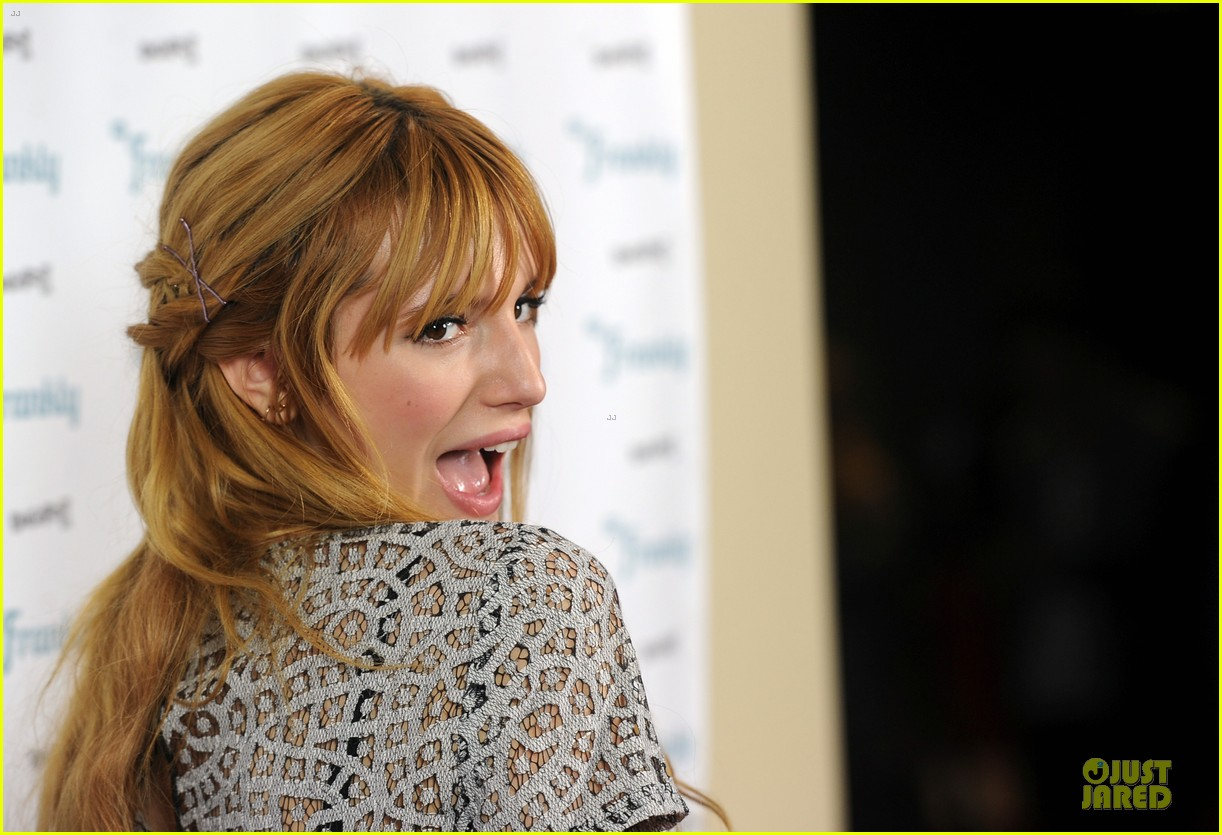 bella thorne digifest la with noah cyrus 063012730