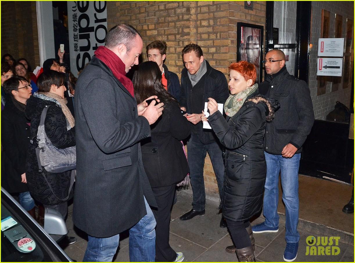 tom hiddleston watch psa to help syrian children 14
