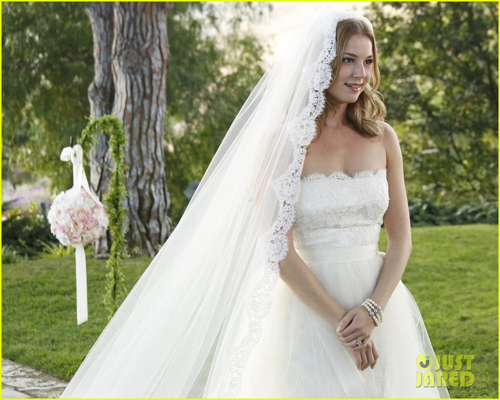 emily vancamp josh bowman revenge wedding pics 07
