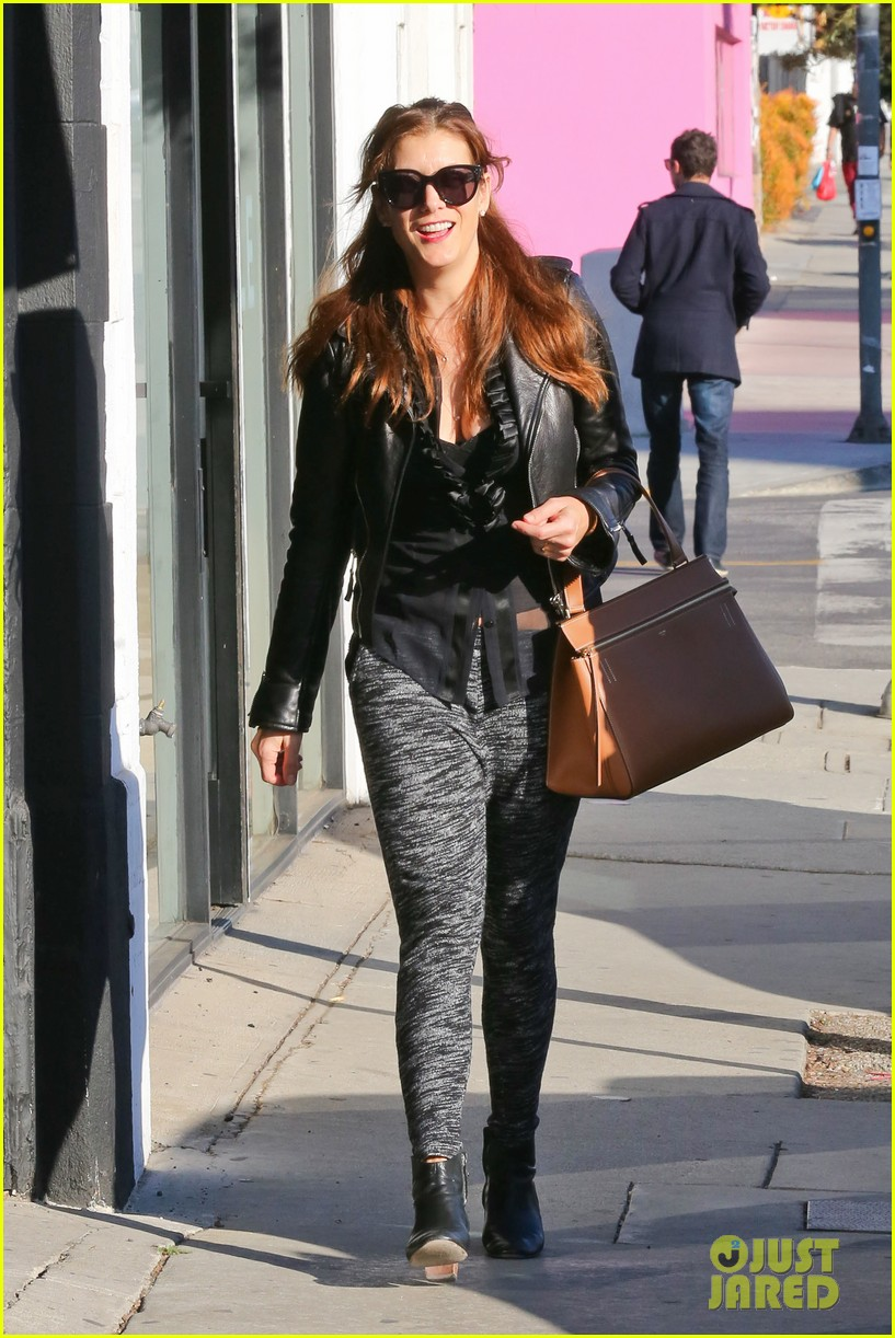 kate walsh shops for holiday presents on melrose 03