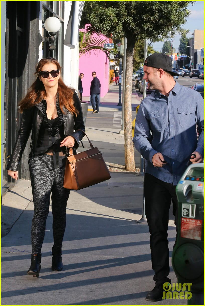 kate walsh shops for holiday presents on melrose 09