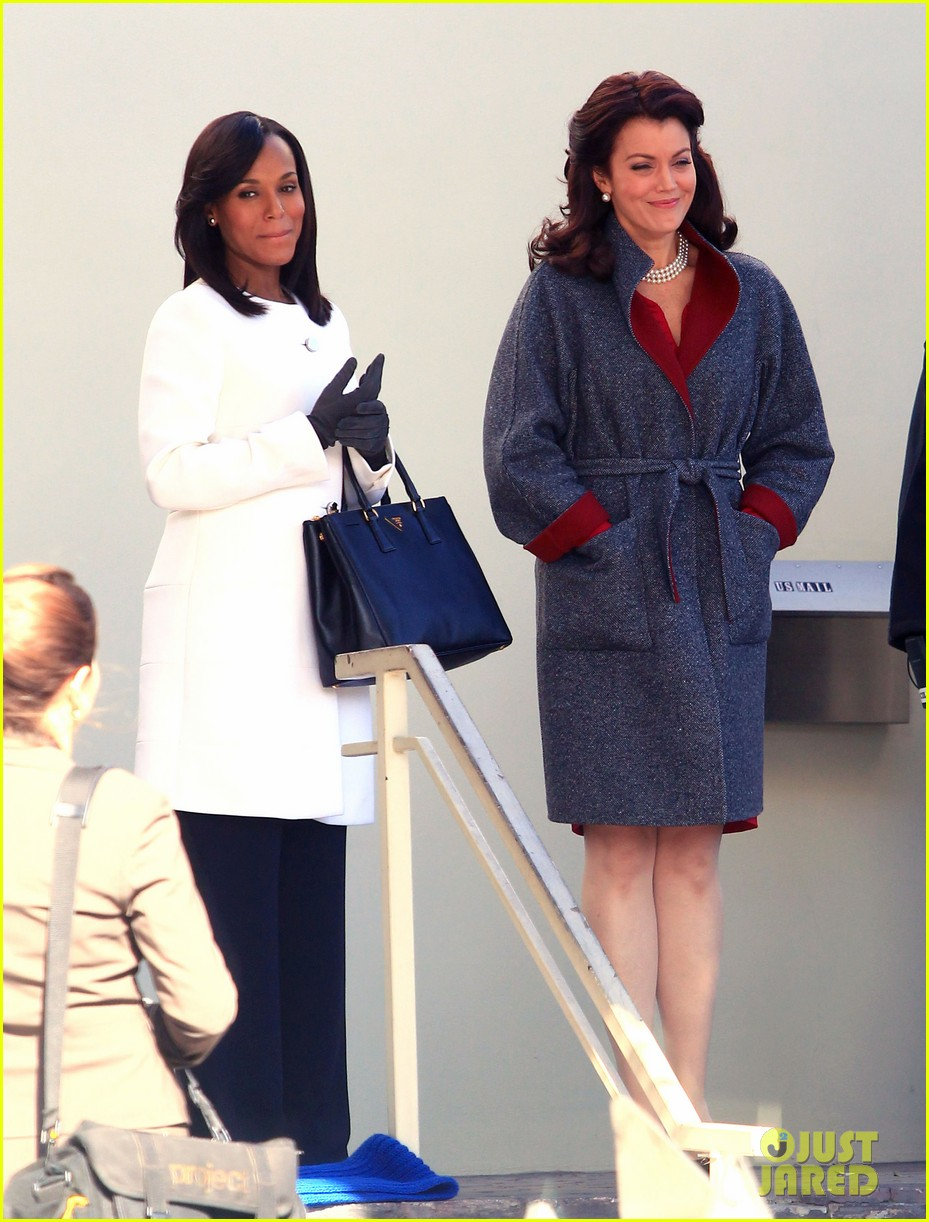 kerry washington bellamy young side by side for scandal filming 09