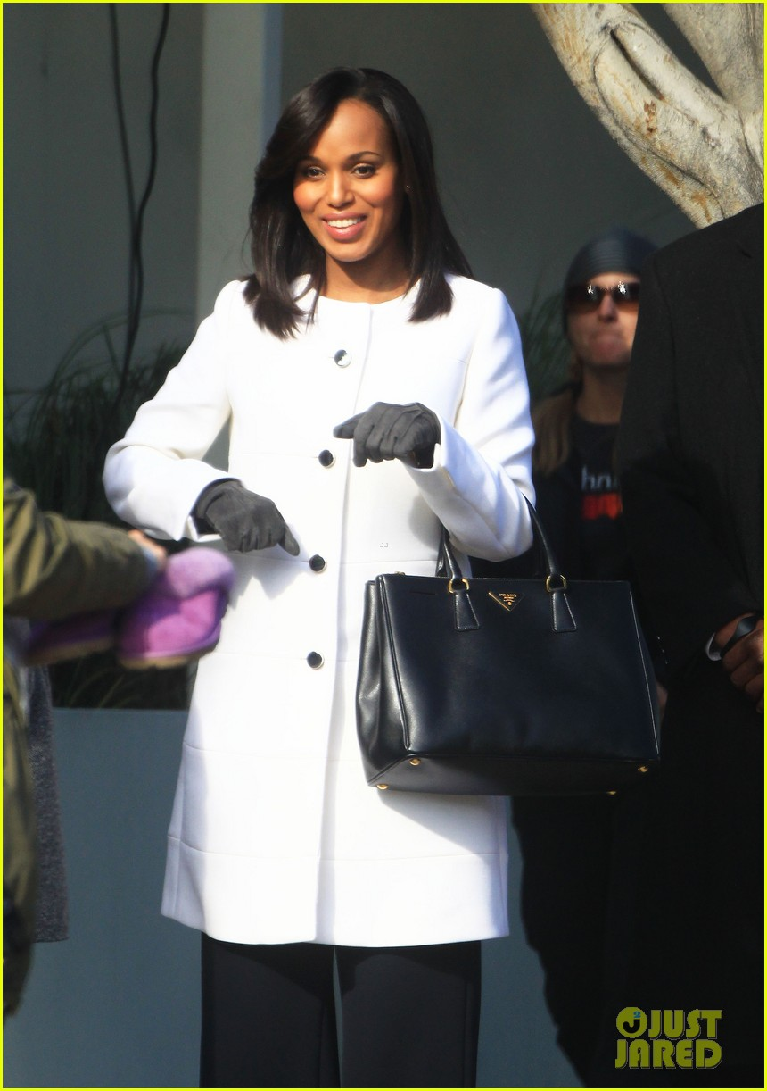 kerry washington bellamy young side by side for scandal filming 16