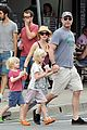 naomi watts liev schreiber family bbq with simon baker 08