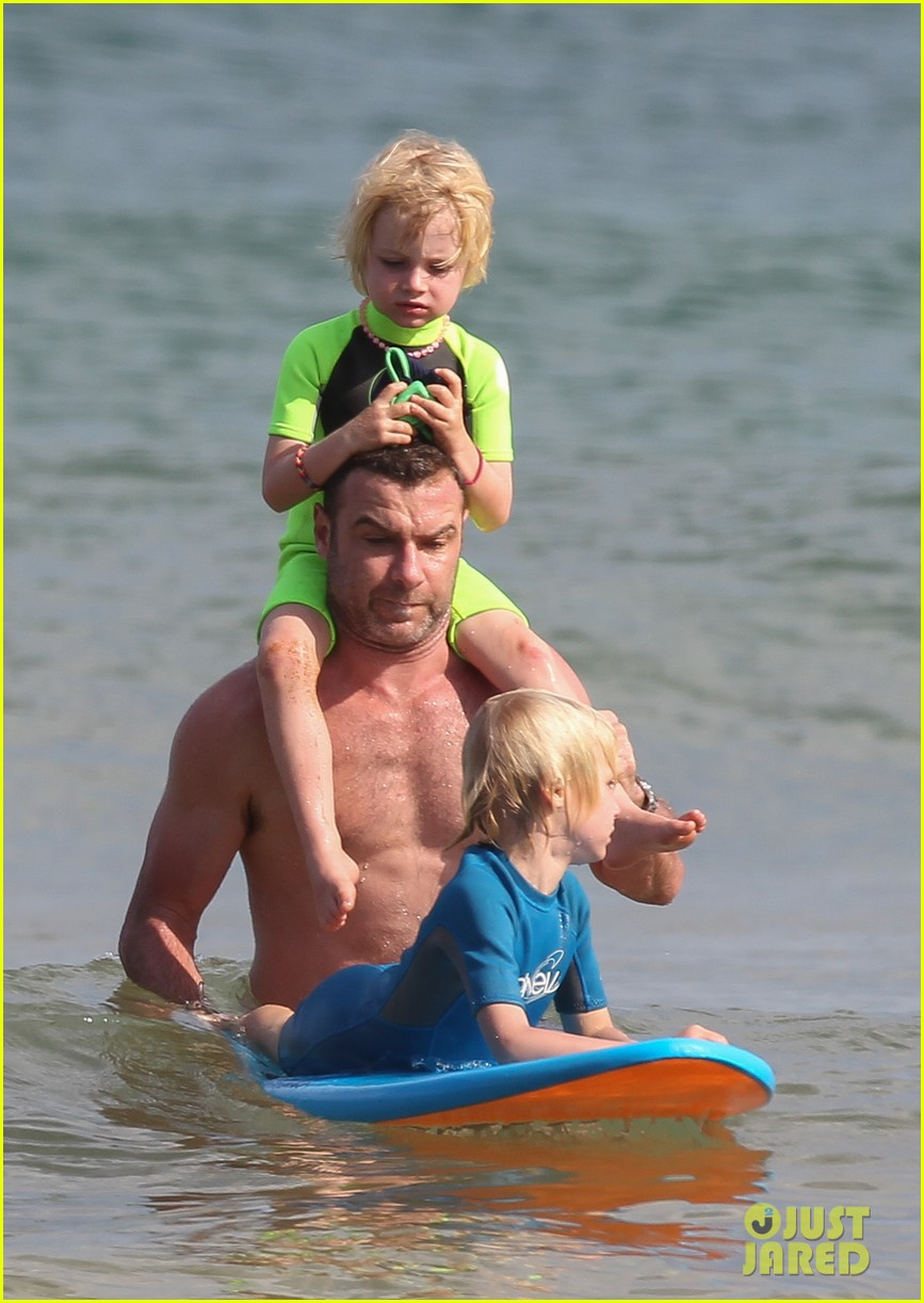 naomi watts sunbathes liev schreiber swims shirtless 17