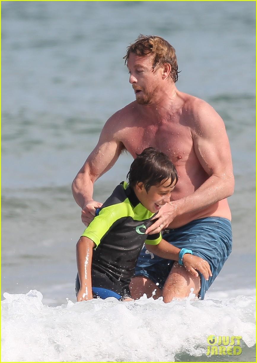 naomi watts sunbathes liev schreiber swims shirtless 28