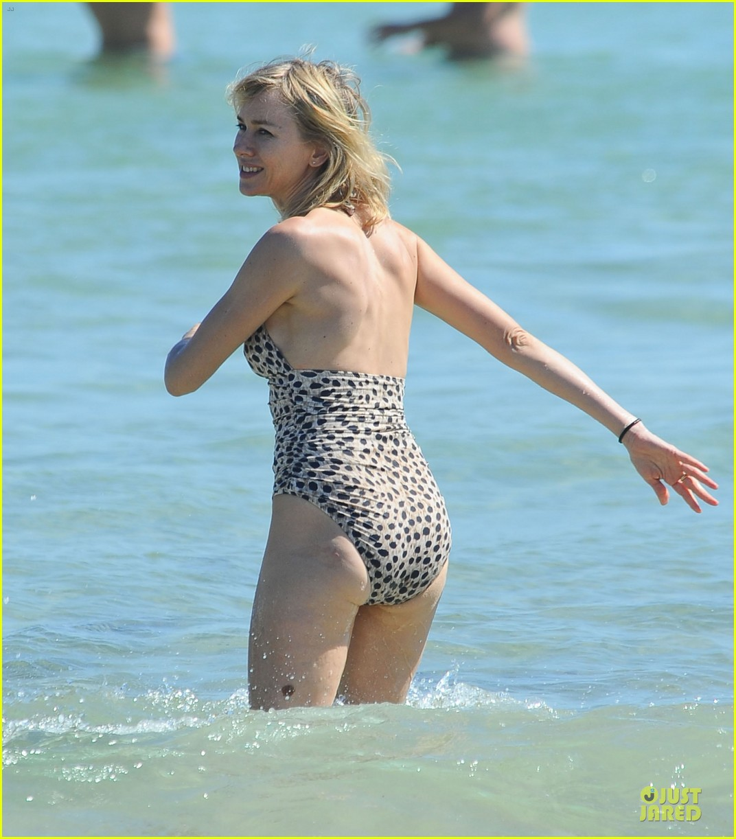 naomi watts wet wild with shirtless liev schreiber 13