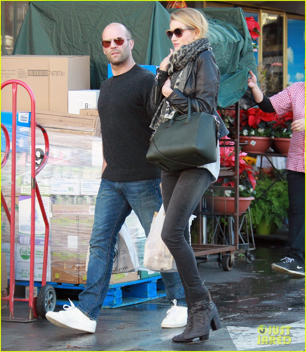 rosie huntington whiteley jason statham weho grocery stop 013003369