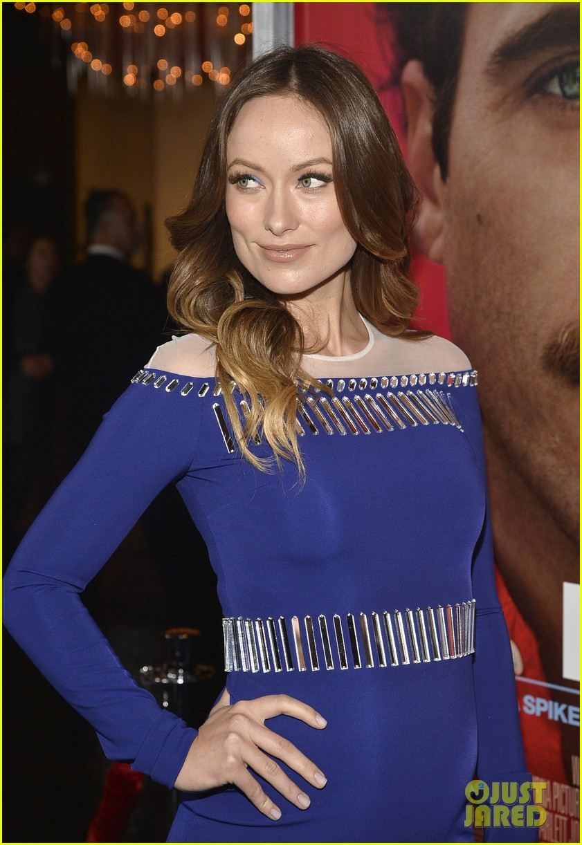 olivia wilde embraces her tiny baby bump at her premiere 07
