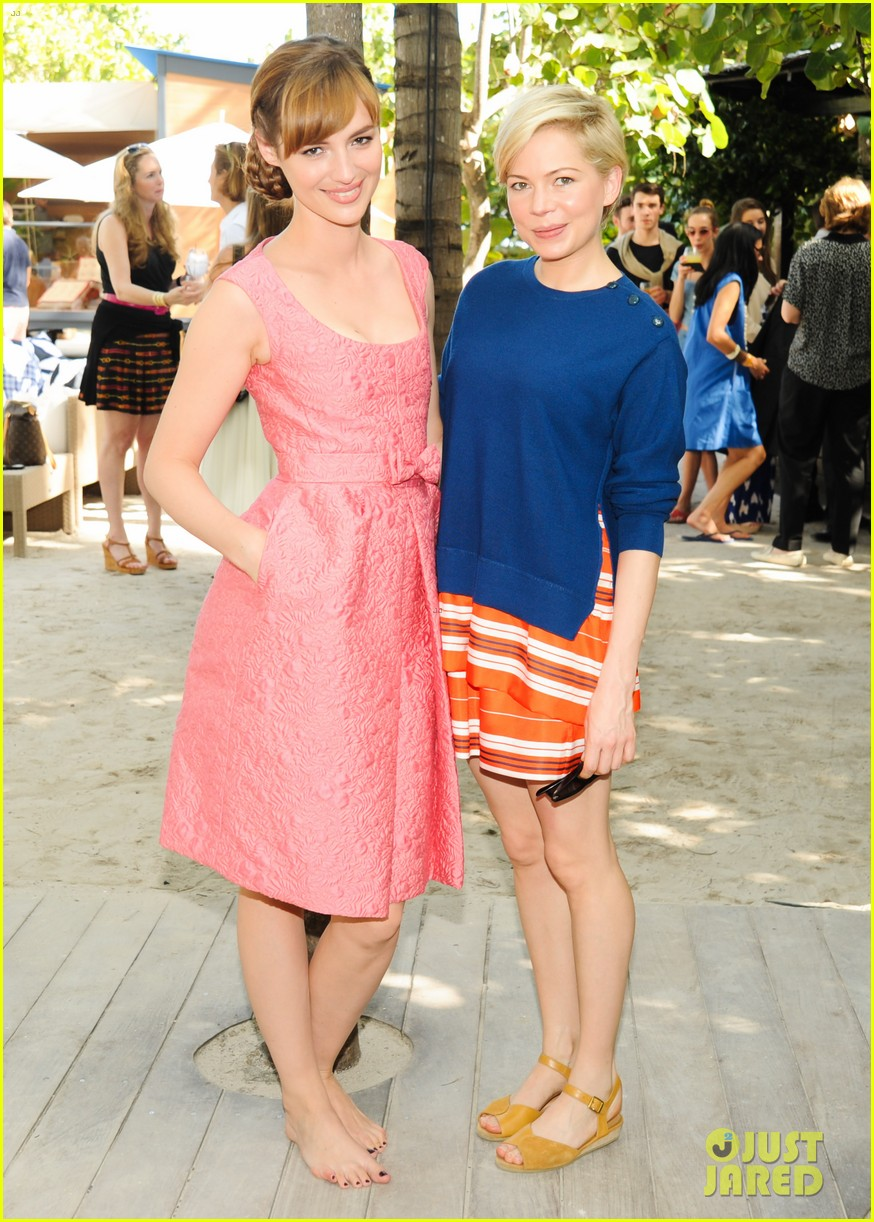 michelle williams celebrates art basel with louis vuitton 153006593