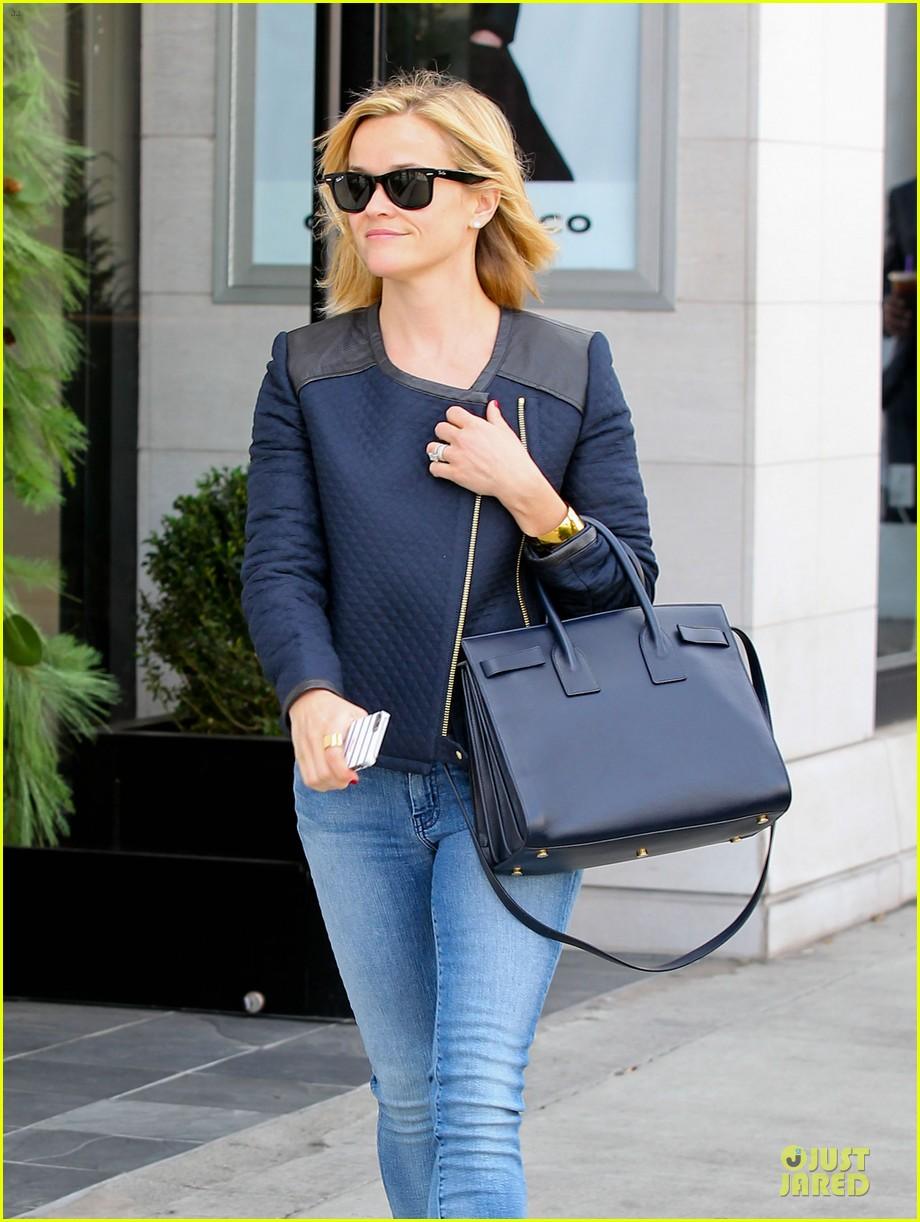 reese witherspoon club monaco shopping after workout 253004475