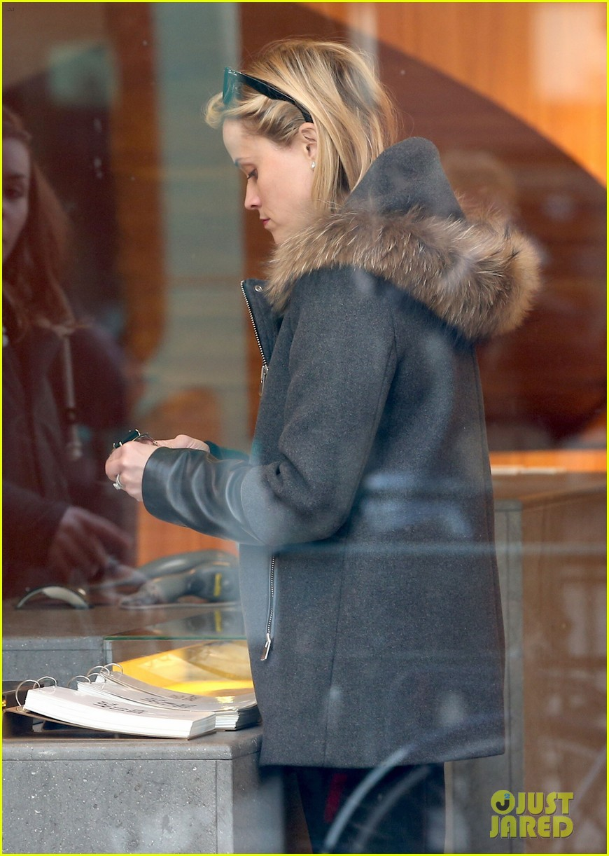 reese witherspoon jim toth go shopping in paris 02