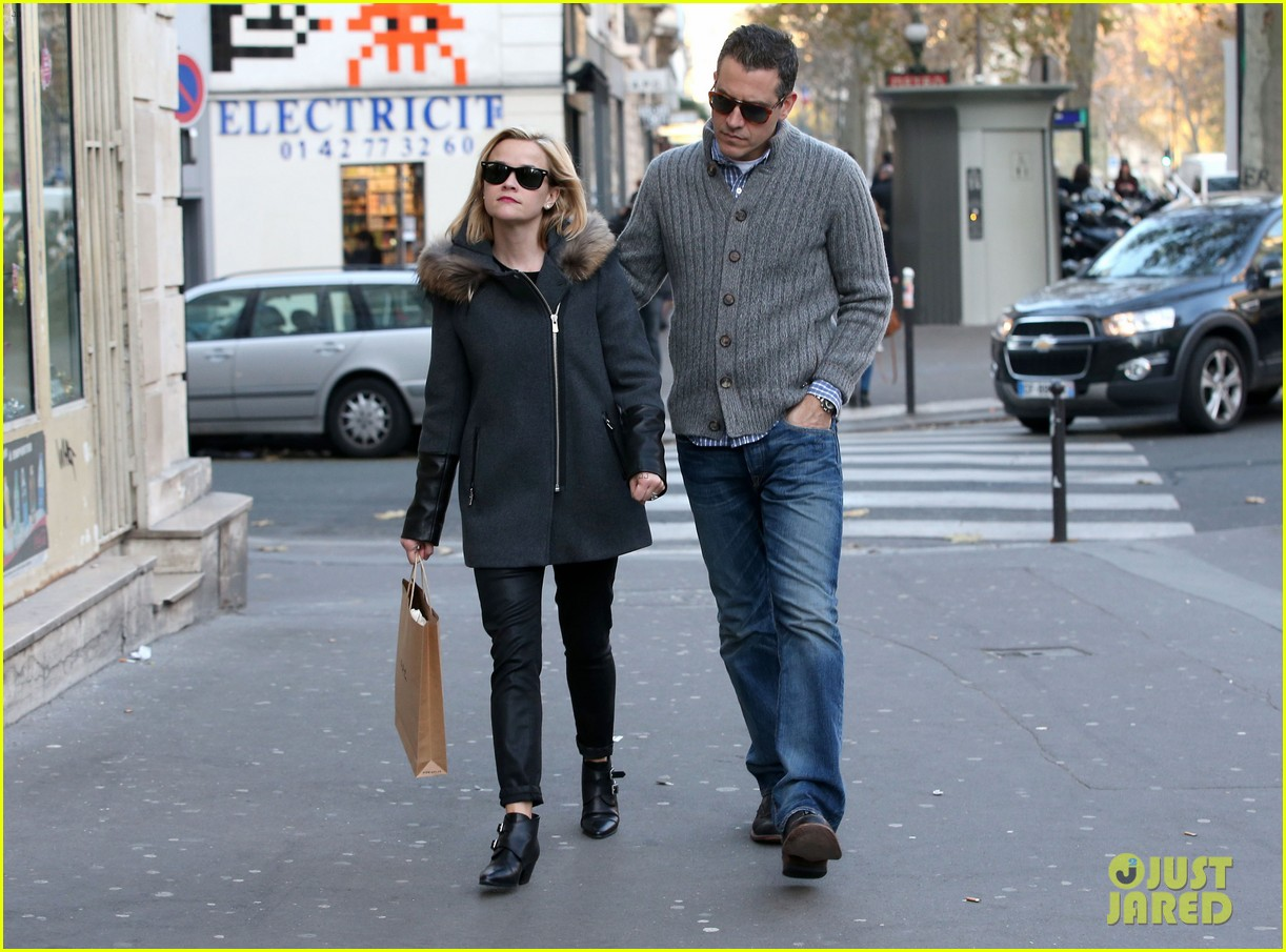 reese witherspoon jim toth go shopping in paris 16