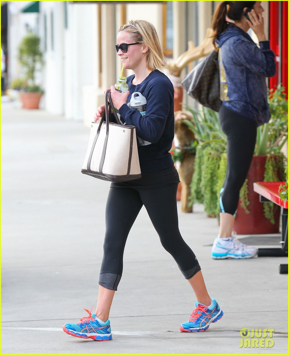 reese witherspoon rocks her skinny jeans while out with tennessee 05
