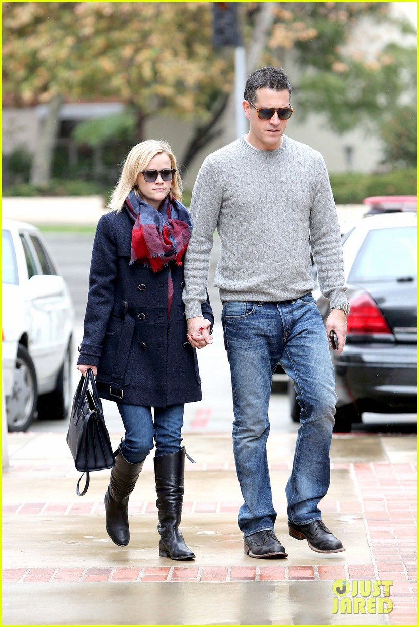 reese witherspoon jim toth hold hands at ucla medical plaza 013015082
