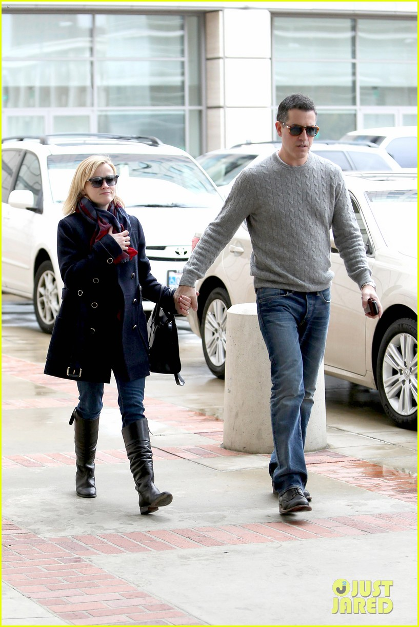 reese witherspoon jim toth hold hands at ucla medical plaza 033015084