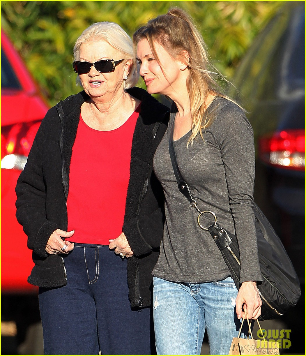 renee zellweger post christmas lunch with her parents 02