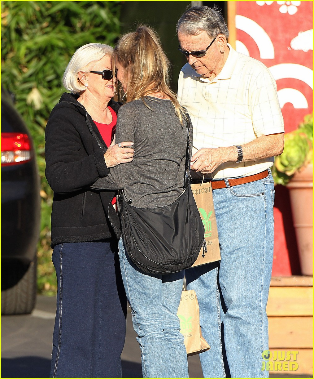 renee zellweger post christmas lunch with her parents 11