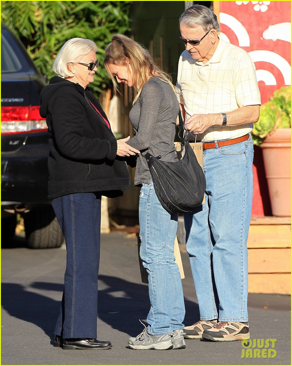 renee zellweger post christmas lunch with her parents 123018132