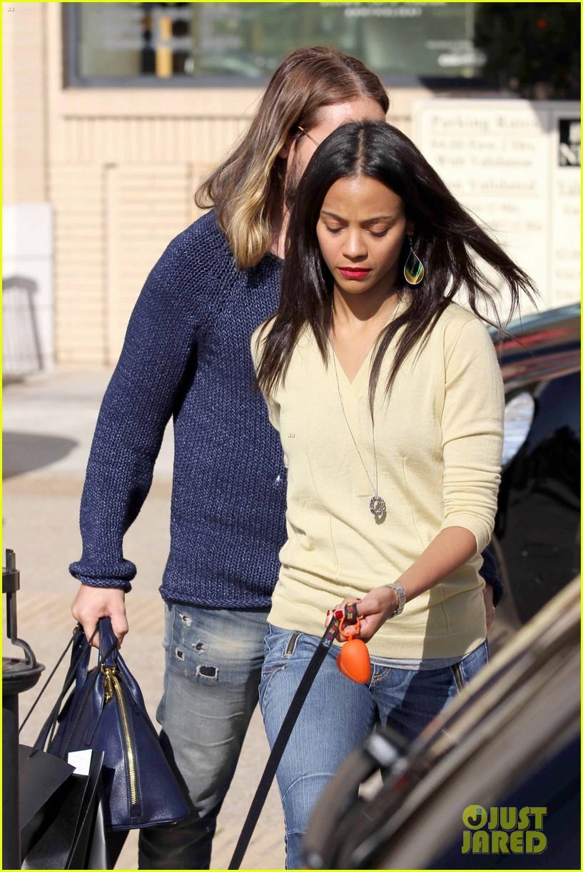 zoe saldana marco perego christmas shopping couple 13