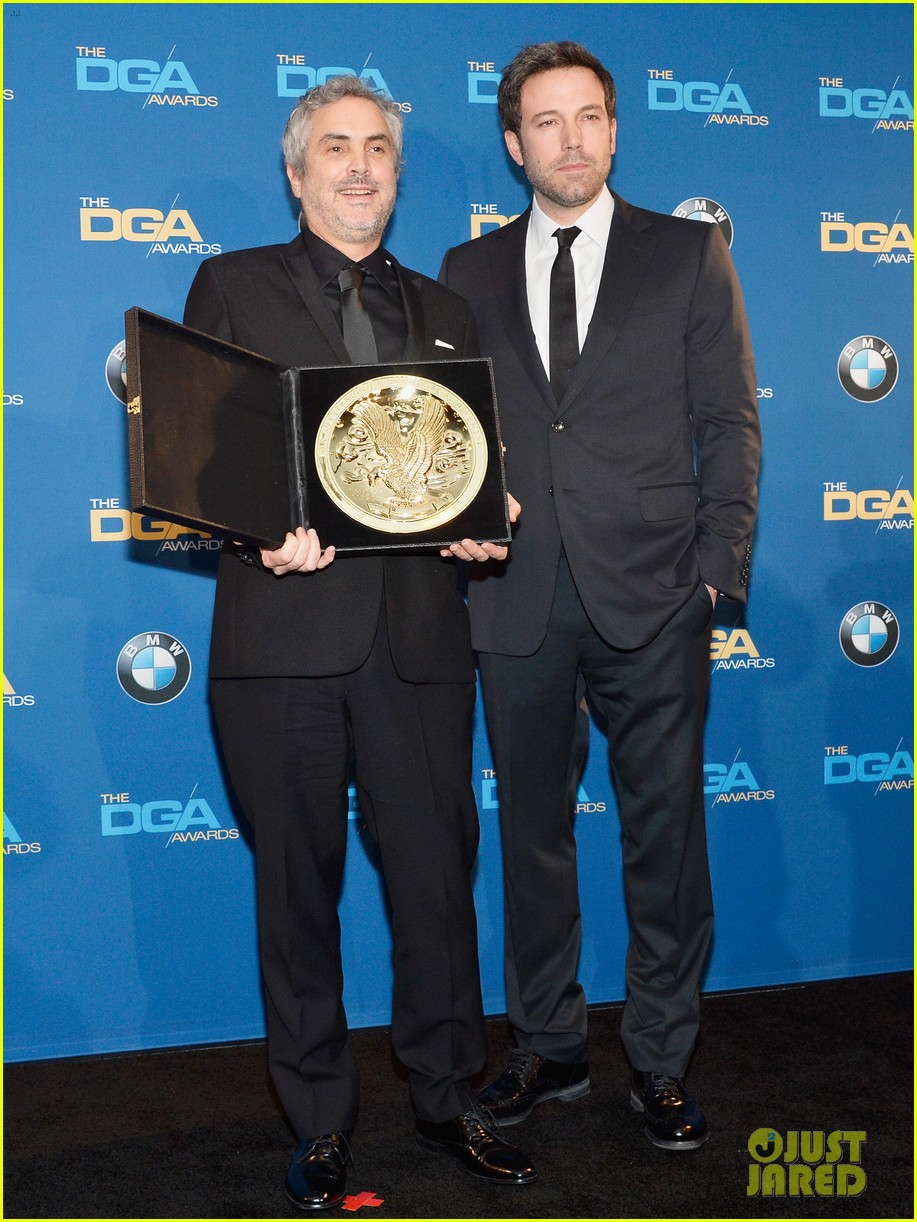 ben affleck presents top prize at dga awards 2014 013040471